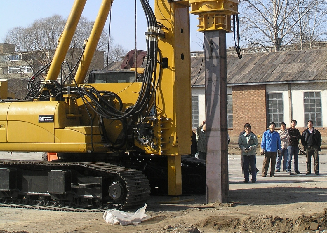 Hydraulic Piling Rig TH60 Drilling Diameter 300MM Used In The Construction Of Highways
